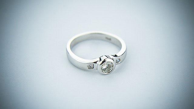 comprar anillo de compromiso oro y diamante